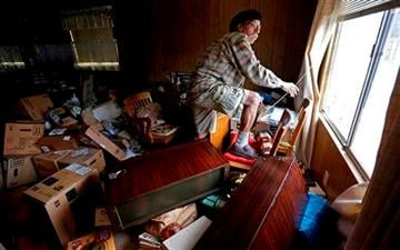(AP Photo/Ben Margot). Steve Brody inspects damage to the interior of his mobile home after an earthquake Sunday, Aug. 24, 2014, at the Napa Valley Mobile Home Park, in Napa, Calif.