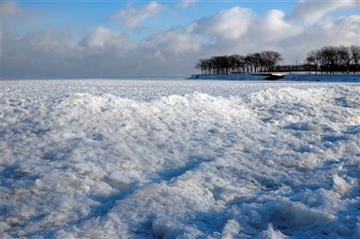 (AP Photo/Kiichiro Sato). Blocks of ice pile up along Lake Michigan near Ohio Street Beach, Monday, Jan. 5, 2015, in Chicago. Forecasters expect significant snowfall and continued freezing temperatures this week in northern Illinois.