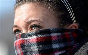 (AP Photo/The Kansas City Star, Tammy Ljungblad). In dangerously cold weather, Angelique Morillo of Kansas City, Kan.