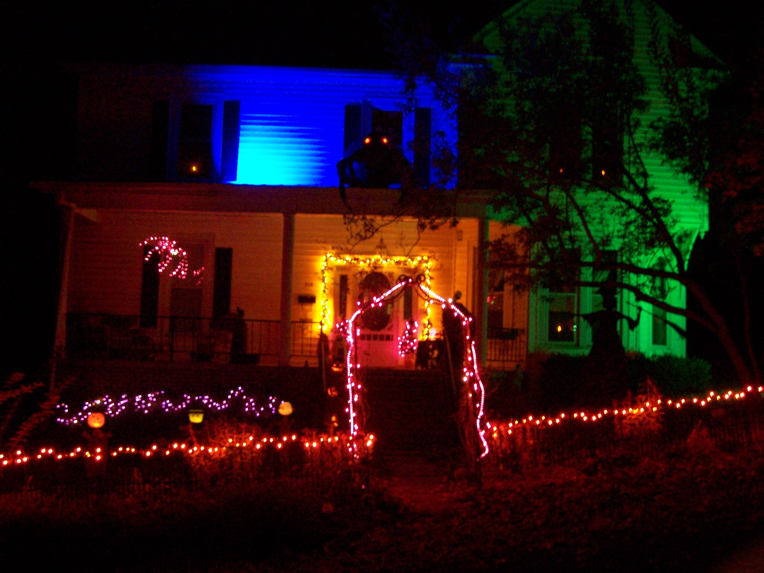 best halloween decorated house susan reeves from tazewell - Halloween Decorated House